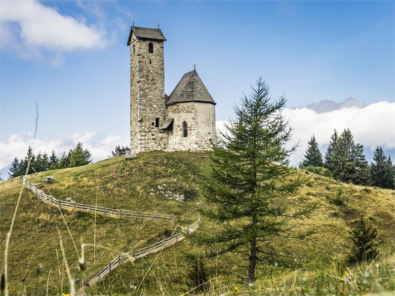 Sankt Vigilius Kirche im Sommer