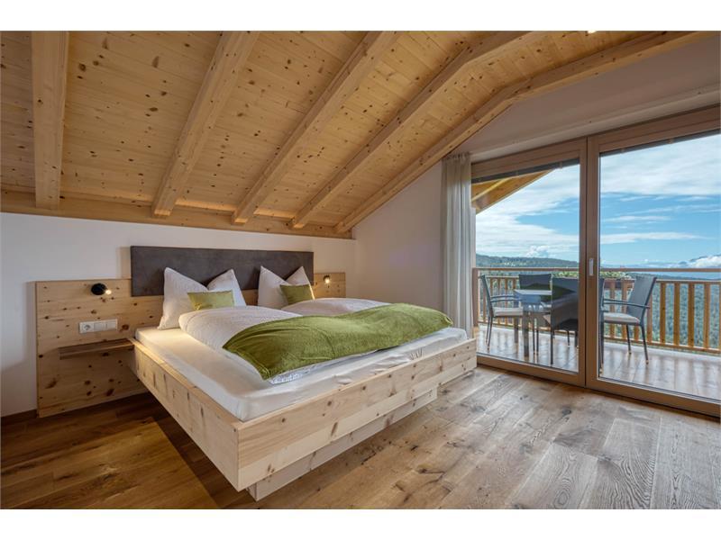 Schlafzimmer aus massiven Holz - Ferienwohnung Rosmarin