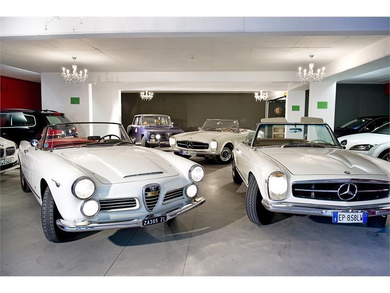 Garage delle auto d'epoca