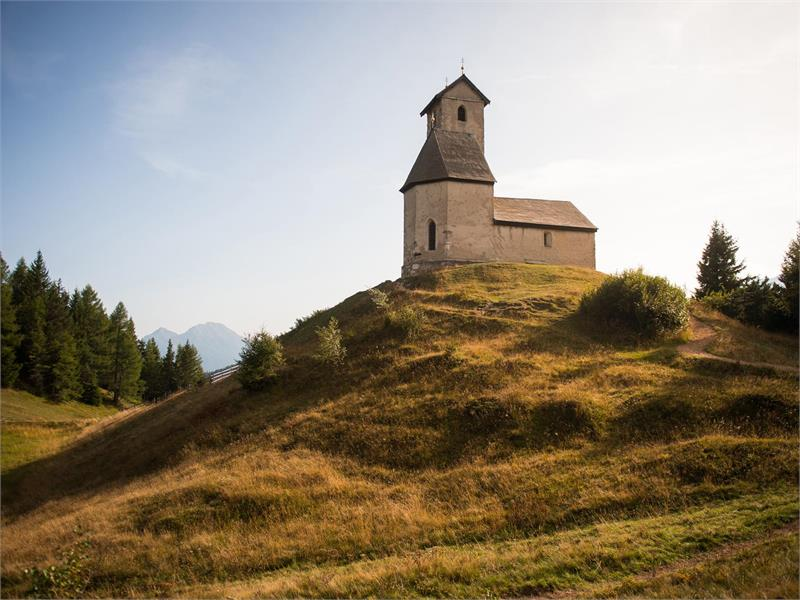 Chiesetta San Vigilio in autunno