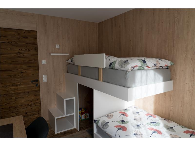 bedromm with bunk beds