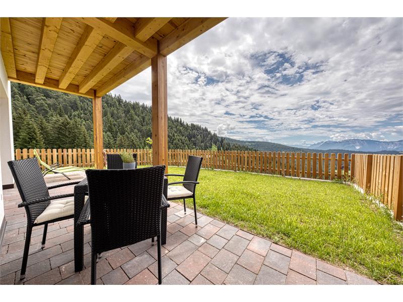 Terrasse mit großzügigem Garten - Ferienwohnung Thymian