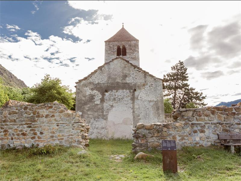 Church of St. Sisinio, Lasa