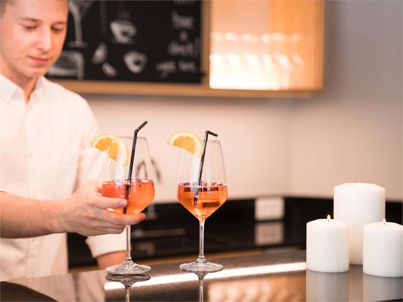 Flora Hotel & Suites - Bar