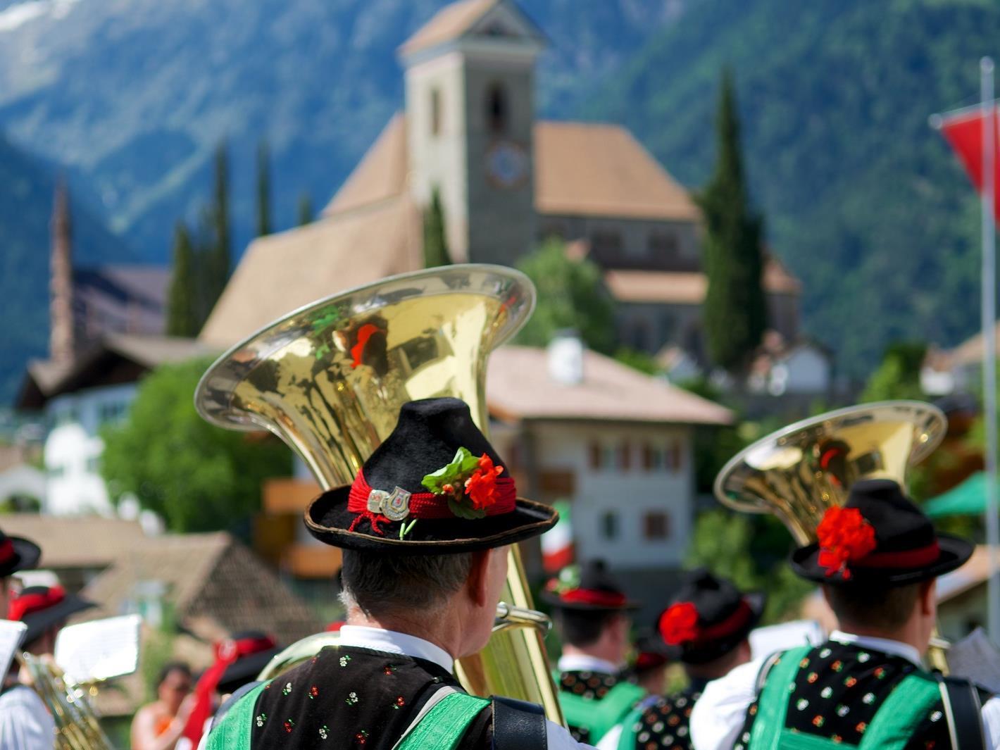 MERANER HERBST: Sonntagskonzert der Musikkapelle Rabenstein in Schenna