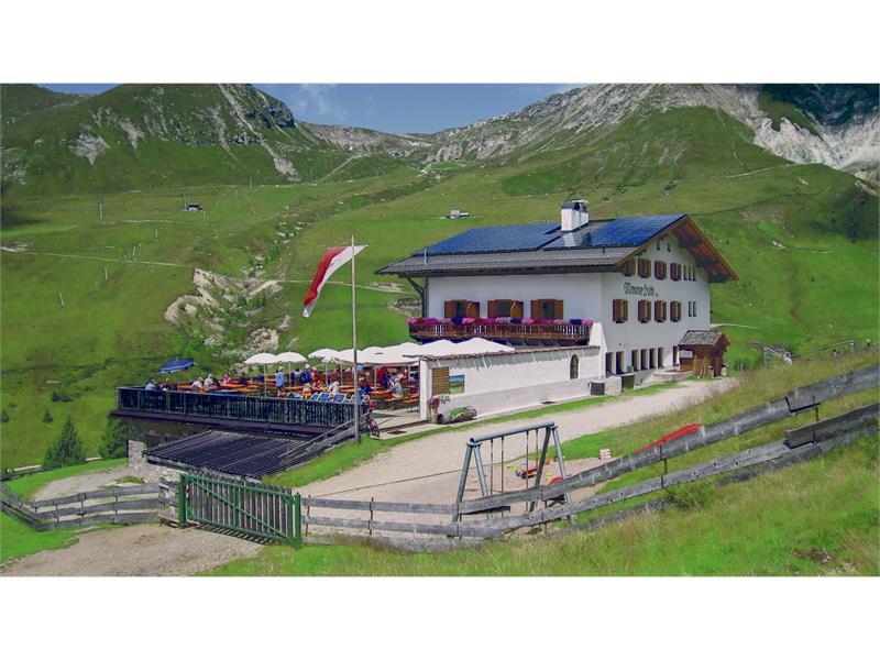 Rifugio Meraner Hütte nell'area escursionistica Merano 2000, Alto Adige