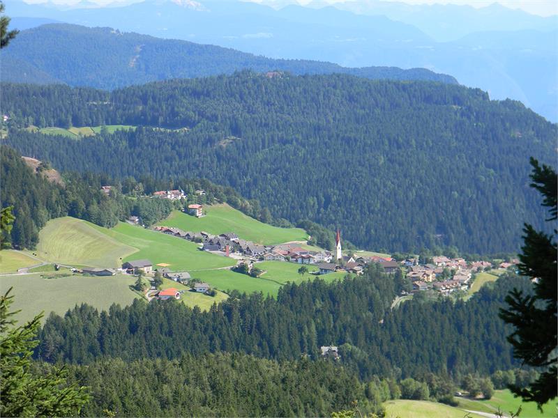 Il soleggiato villaggio alpino di Verano è il paese ideale per vacanze in un ambiente naturale,