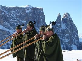Malga Tschötsch: Suonatori di corni alpini