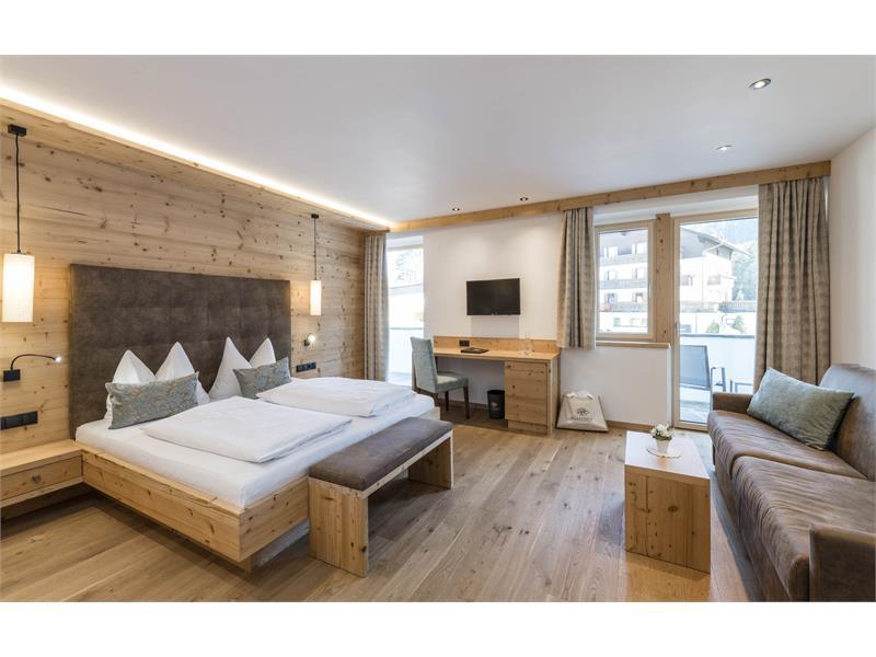 Zimmer Superior im Hotel Waldsee am Völser Weiher in den Dolomiten