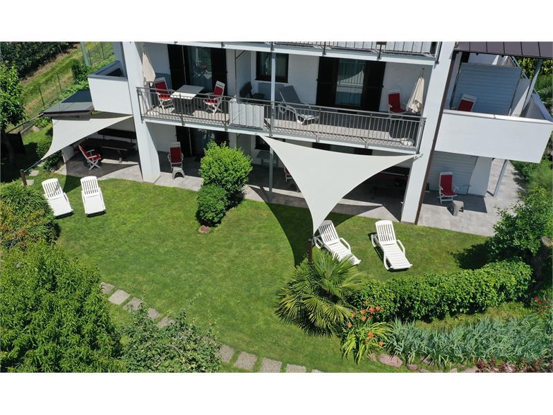 Südseite mit Balkon oder Terrasse und Garten