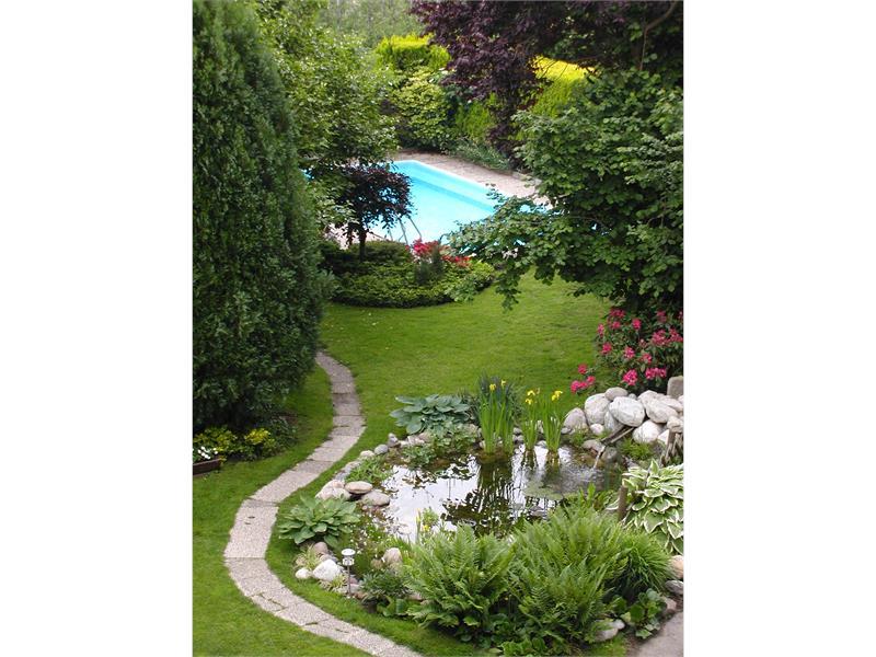 Garten mit Schwimmbad