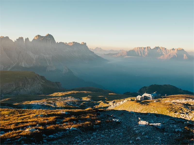 Sciliar e Rifugio Bolzano con vista al Catinaccio