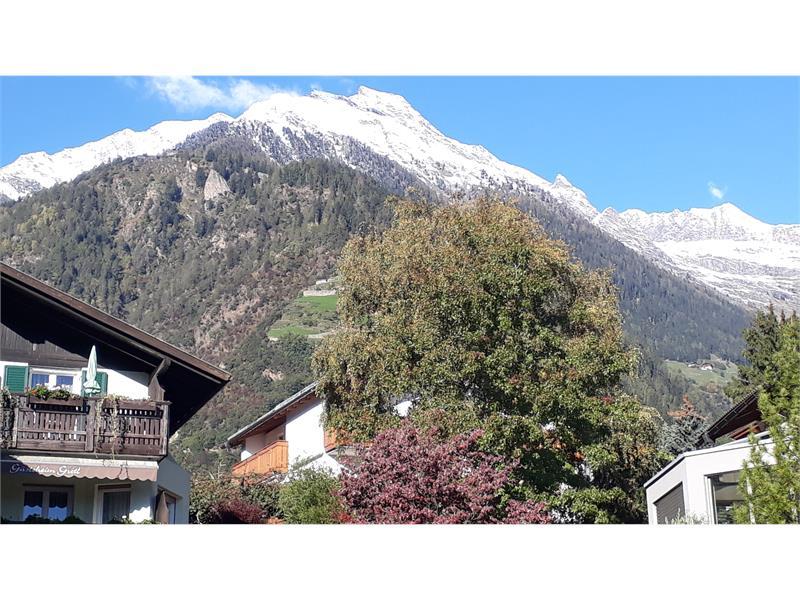 Der erste Schnee auf den Bergen