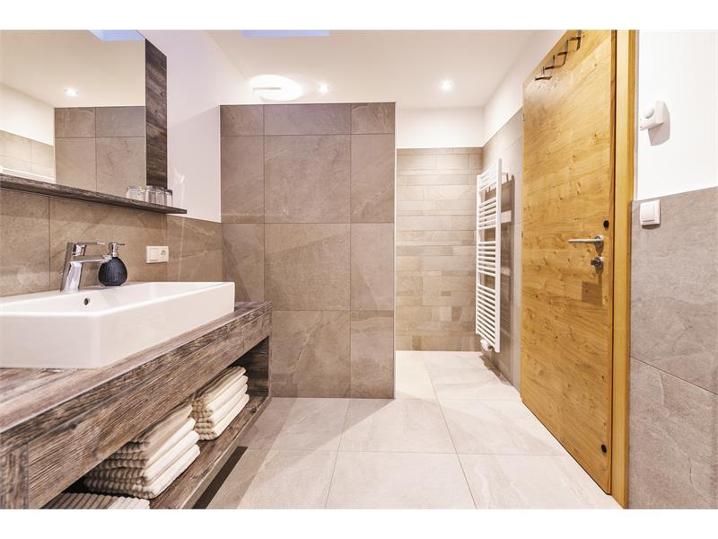 Spacious bathroom - Apartment