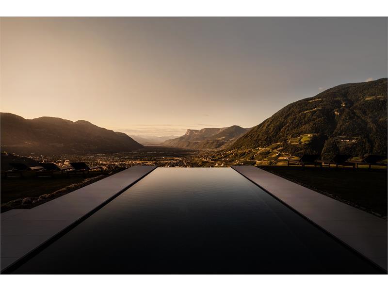 Infinity Sole Pool