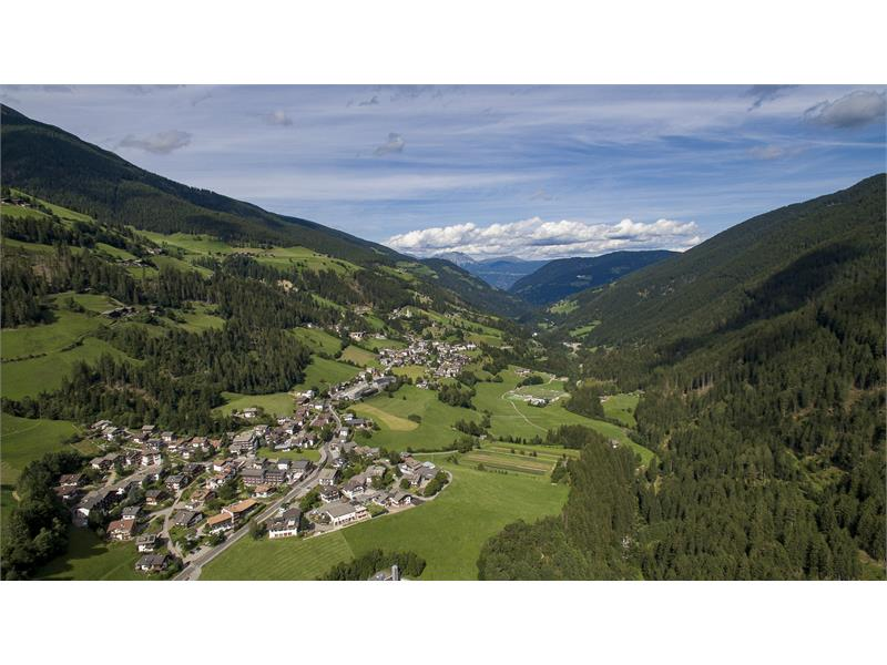 aerial photograph residence Karnutsch and town St. Walburg