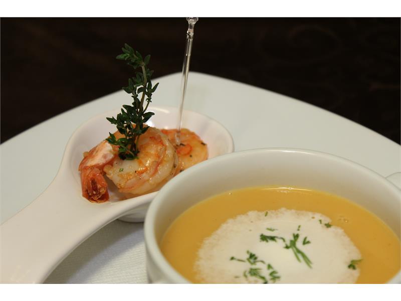 Paprika cream soup with shrimp