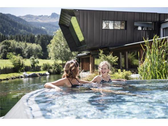 XXL-Infinity Pool Alphotel Tyrol Wellness, Chalets & Family Resort