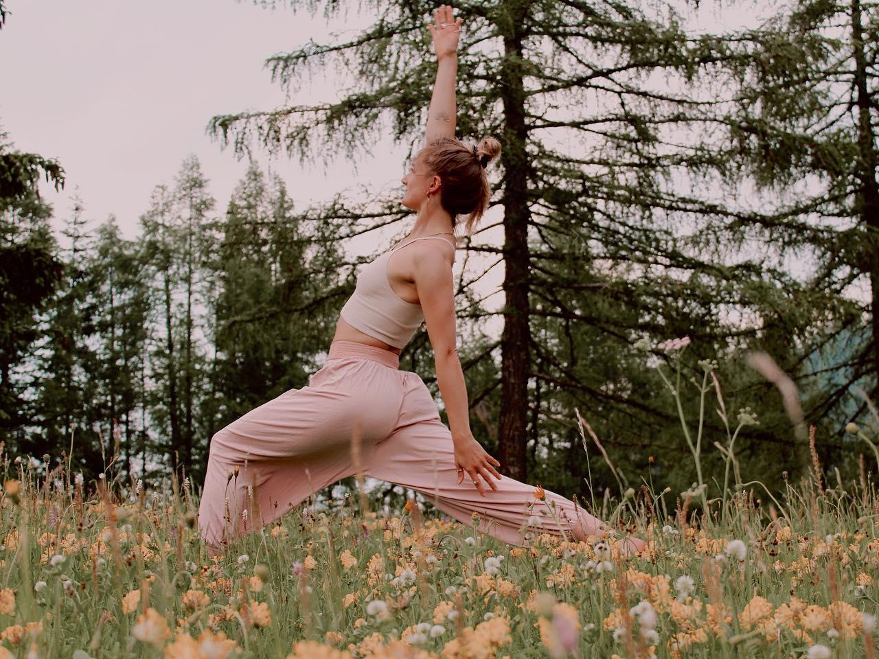 Lezione di yoga all'aperto