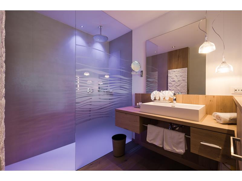 Bathroom Juniorsuite Hotel Tyrol