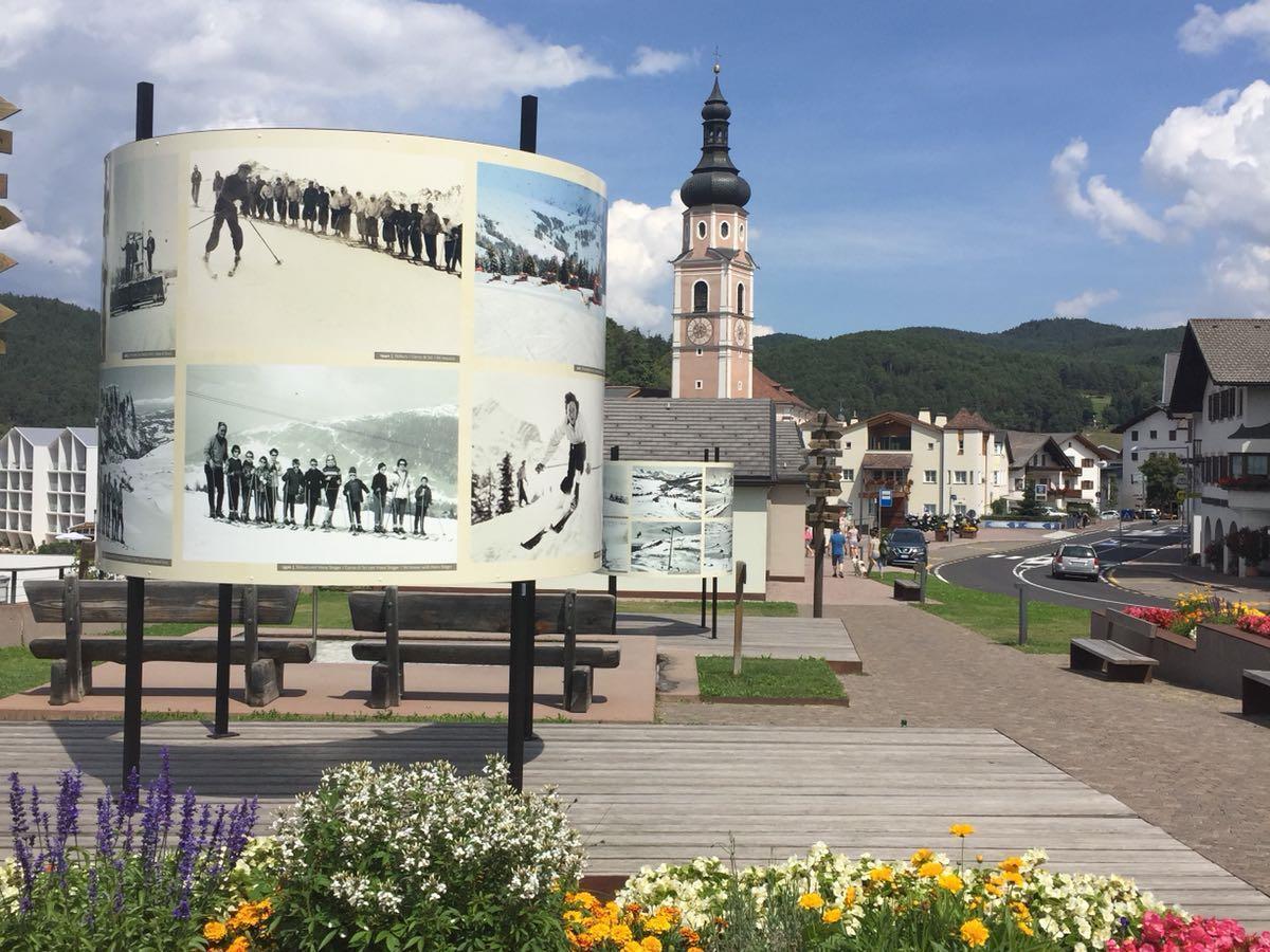 80 years of the Alpe di Siusi ski resort - Road Show Tires al Catinaccio