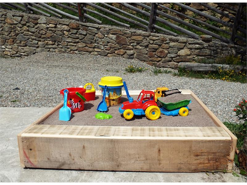 Sandkasten für die Kinder