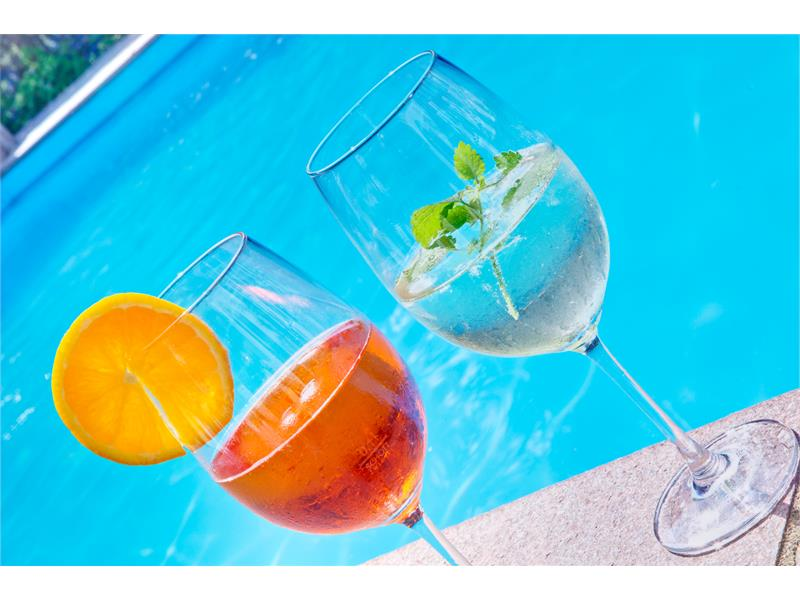 Aperitiv am Pool - Hotel Plauserhof