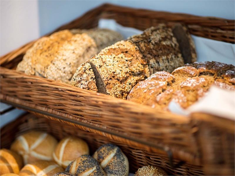 Flora Hotel & Suites - Vasta scelta di pane fresco al buffet di colazione