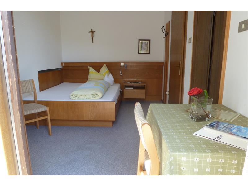 Einzelzimmer/ französisches Bett