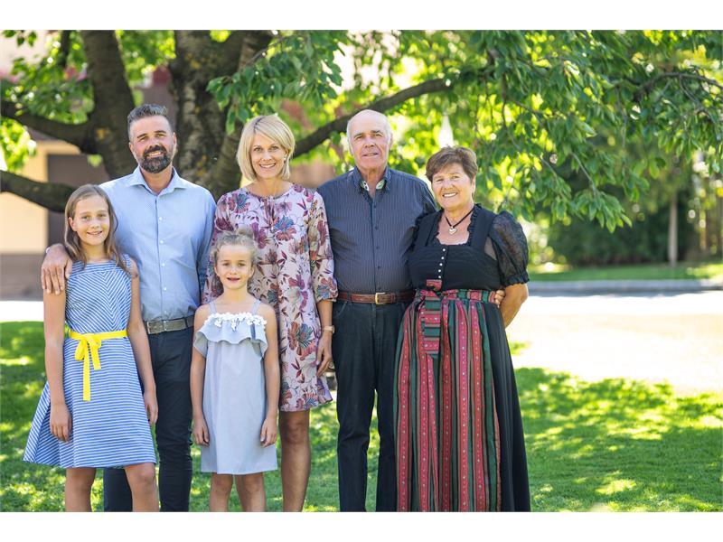Schlosshof Familie Alton Blaas