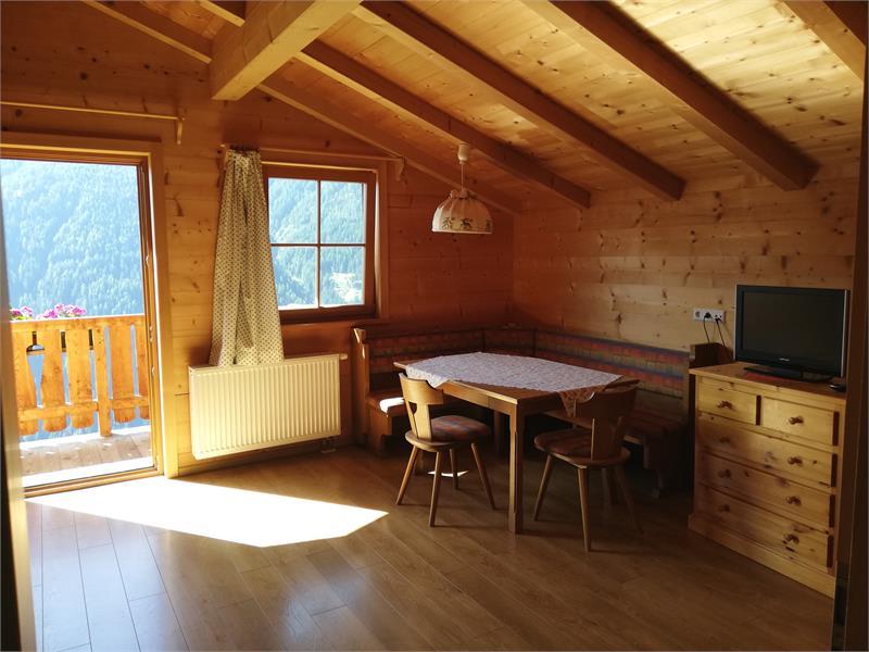 Wohnzimmer in der Ferienwohnung Sonnseite