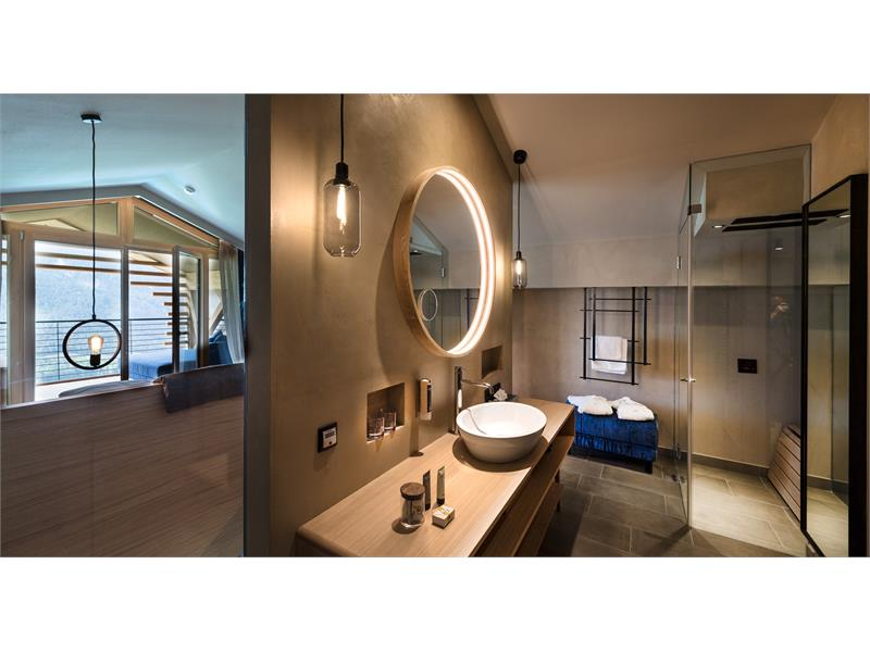 Dolomite Suite bathroom