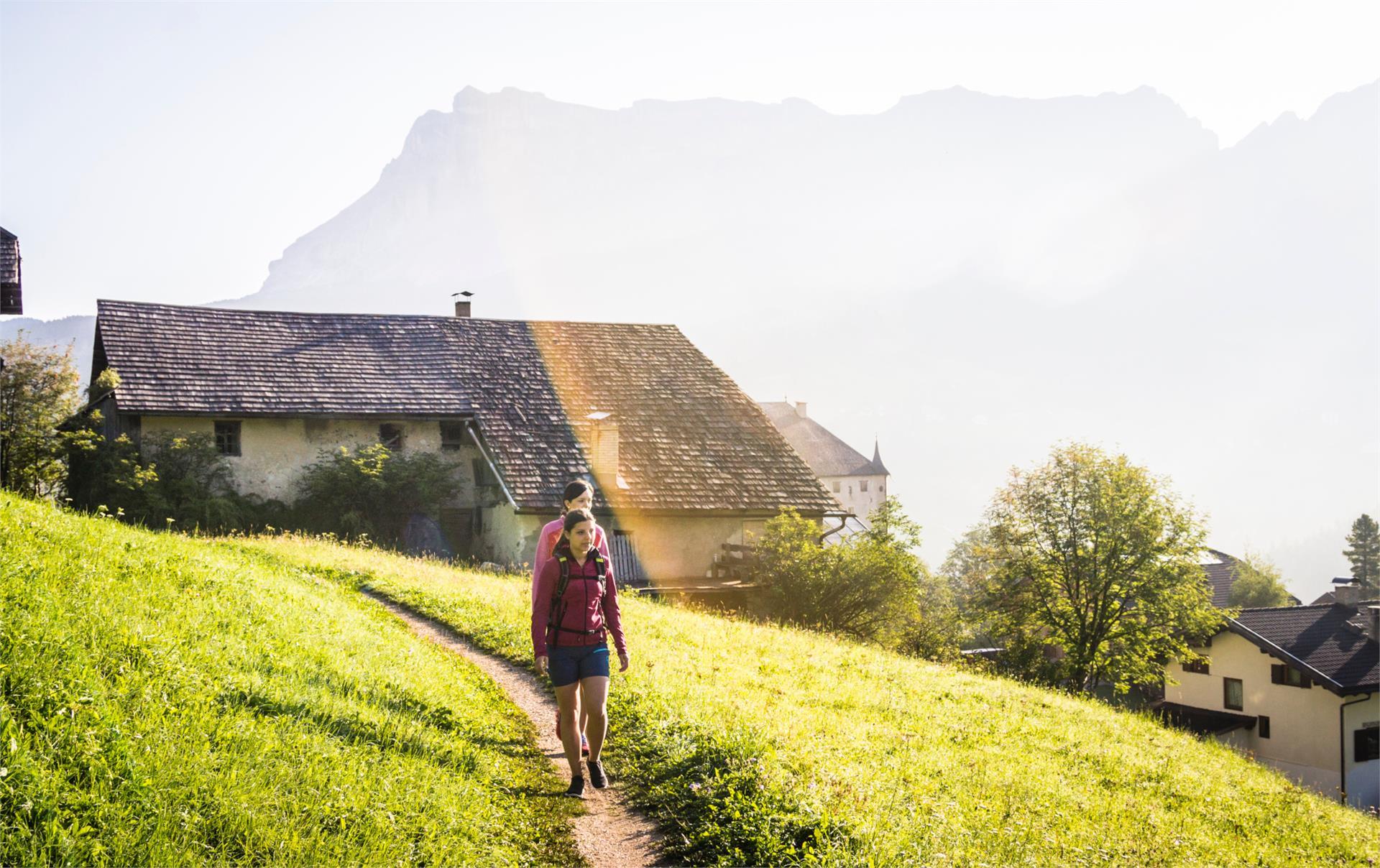 Von La Villa nach Corvara entlang der Weiler