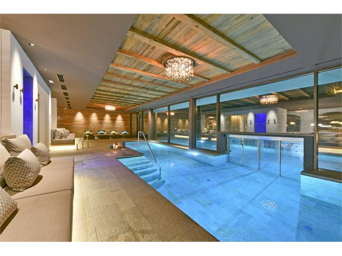 Indoor - Outdoor Schwimmingpool