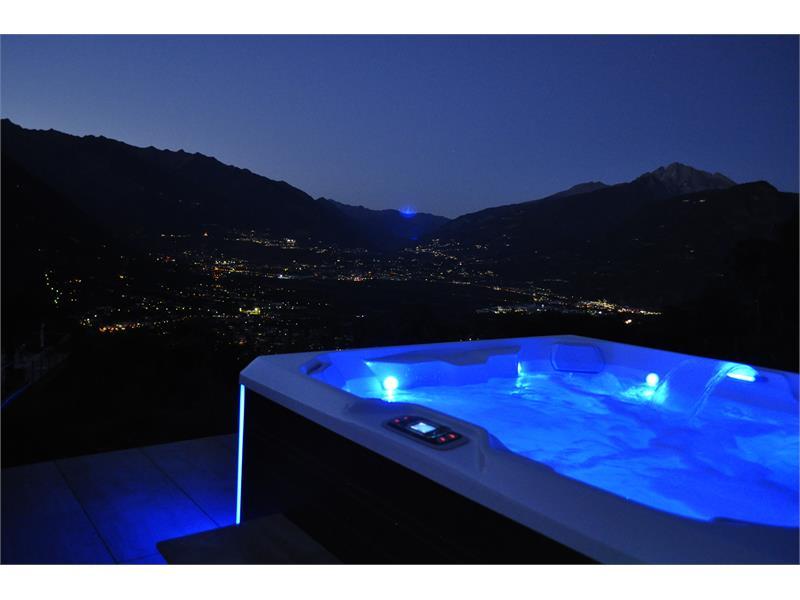 unser Sky-Whirlpool bei Nacht am Niederhof