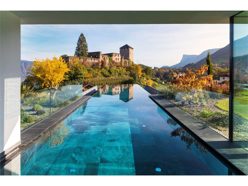 Infinitypool in autunno