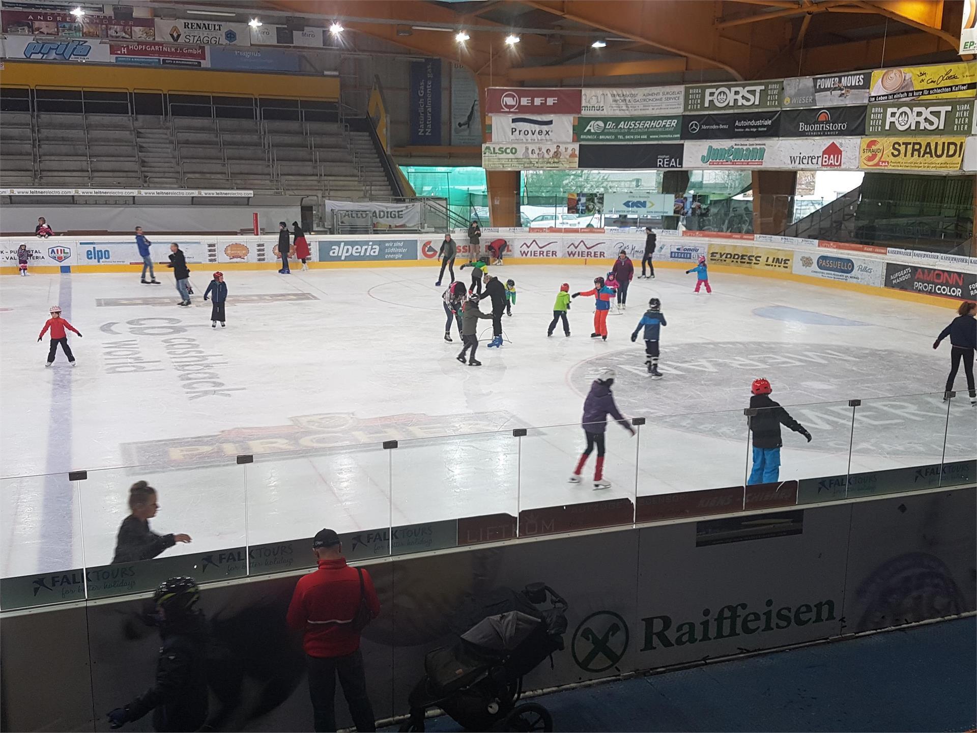 Eislaufen im Sommer in Bruneck