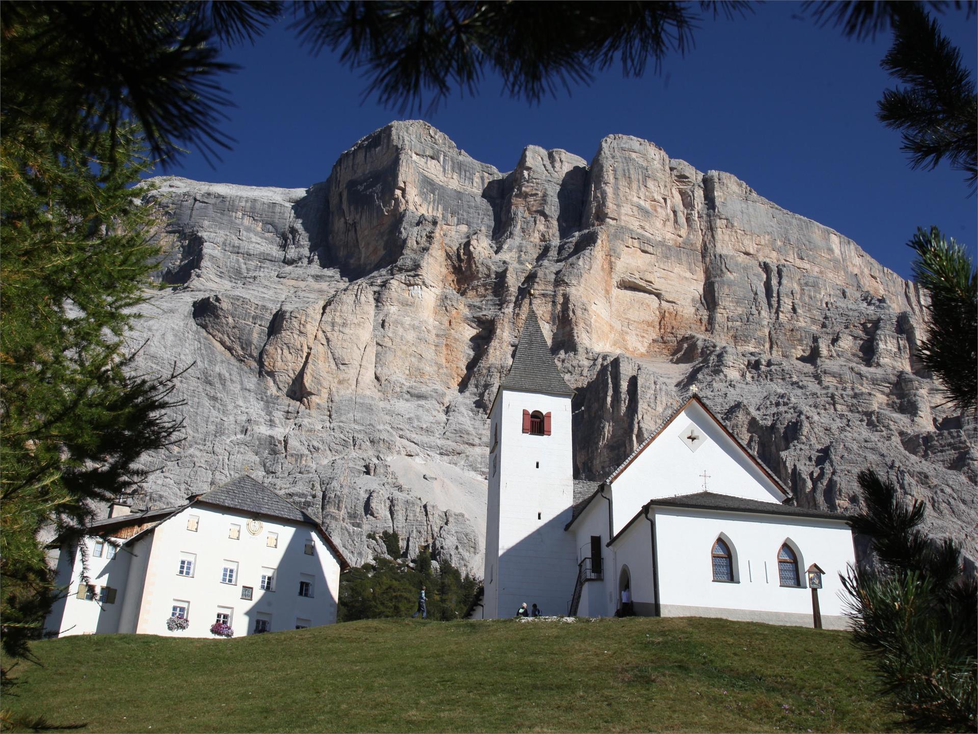 Von Badia nach La Crusc/Heiligkreuz über die Armentara Wiesen