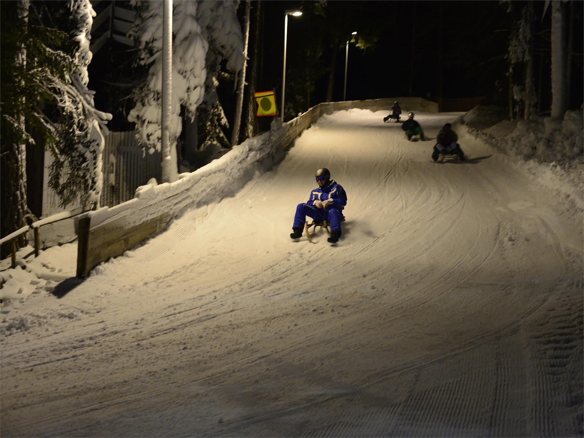 Night tobogganing and skiing on Cianross