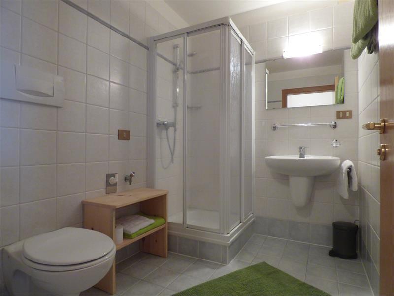 Bathroom apartment 2