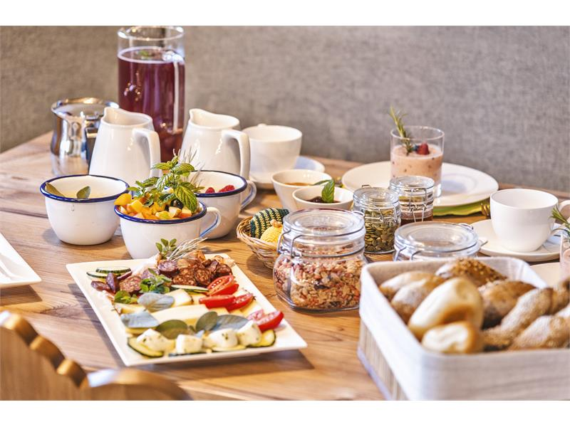 Delicious breakfast with farm and regional products - Untermathon Hof, South Tyrol