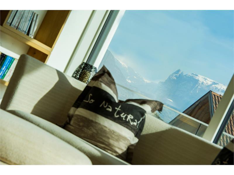 Unglaubliche Ausblicke zum Schlern und den Dolomiten. Ferien in Südtirol.