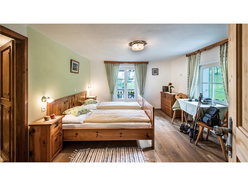 double room with shower / bathroom, balcony, safe, gratis Wifi