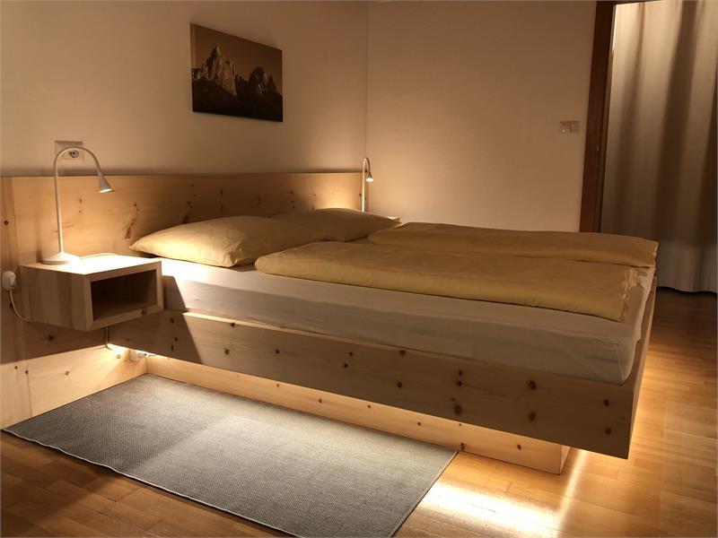 Zirben Bett