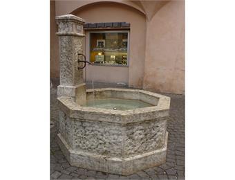 Fontana sotto i Portici