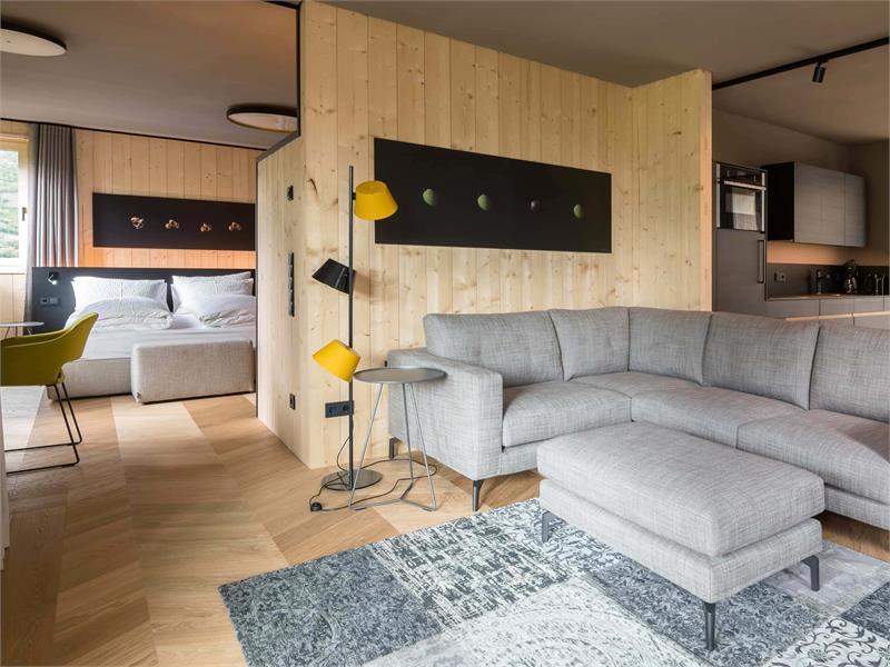 Wohnzimmer mit Blick auf das Schlafzimmer