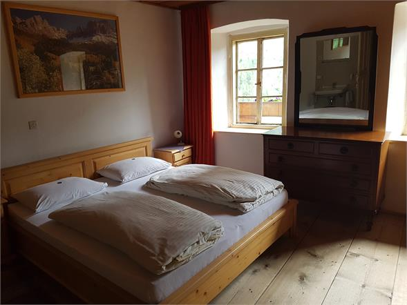 Zweibettzimmer mit Bad