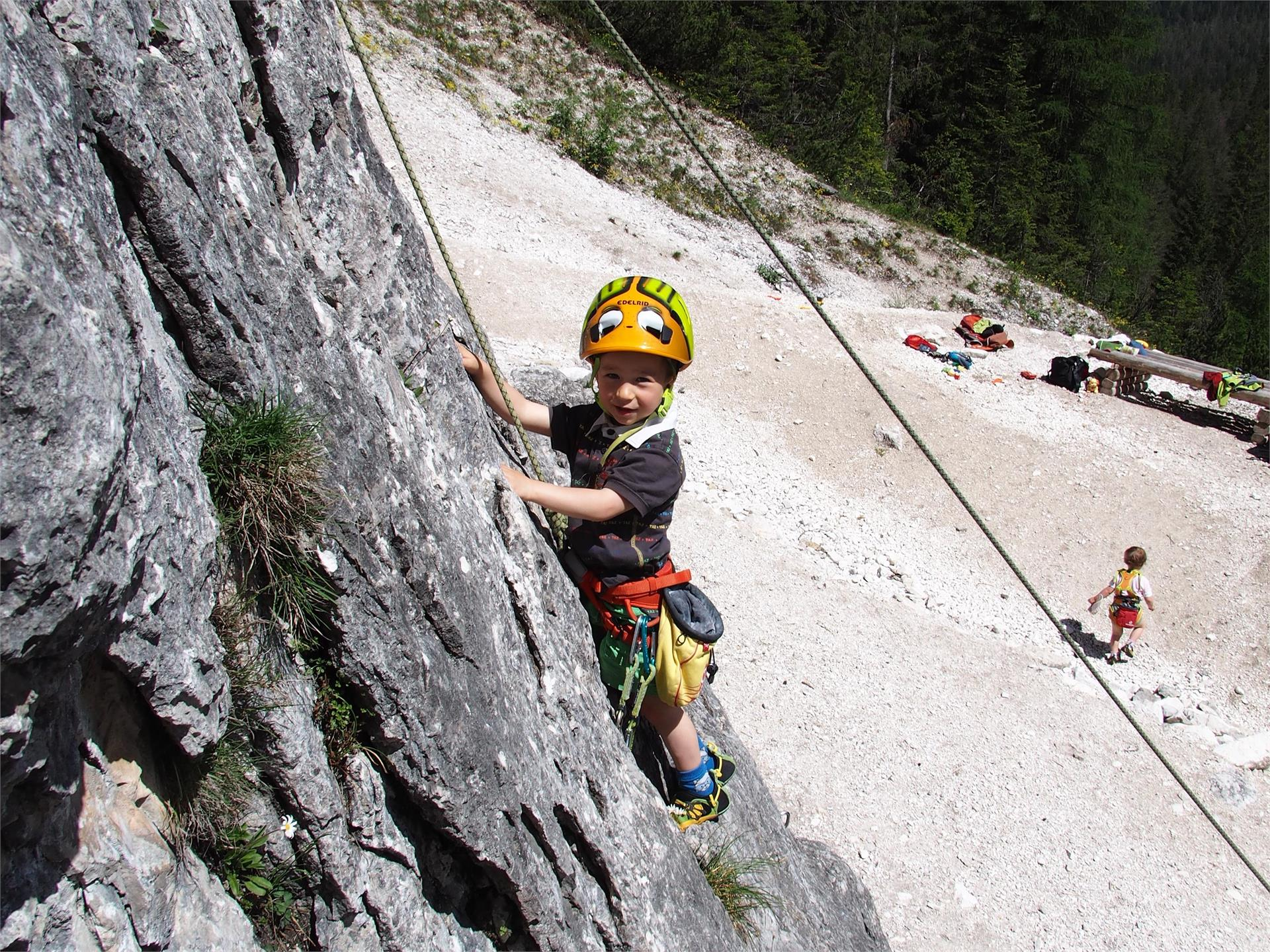 Climbing lessons for children on Passo delle Erbe