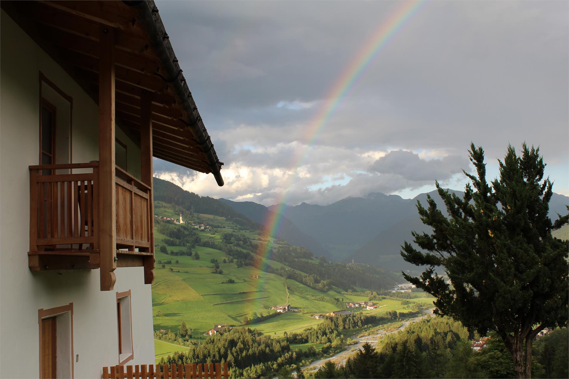 Regenbogen vom dem Haus