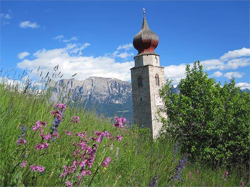 St Nicholas church in Monte di Mezzo/Mittelberg